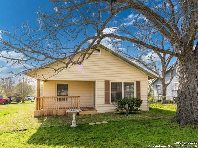608 E St, Floresville, TX 78114 (MLS #1516792) :: The Real Estate Jesus Team