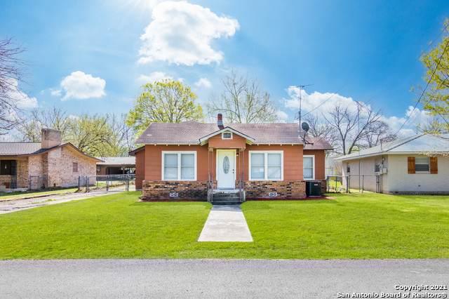 822 E Torrey St, New Braunfels, TX 78130 (MLS #1516800) :: Vivid Realty