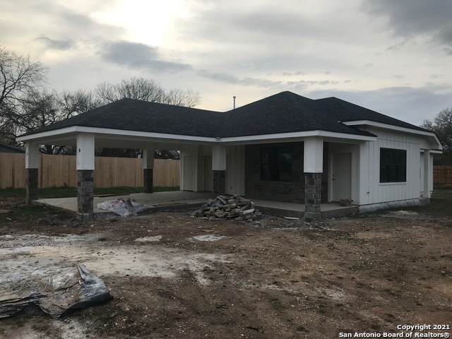 411 Brandenburg Ln, New Braunfels, TX 78130 (MLS #1517077) :: The Glover Homes & Land Group