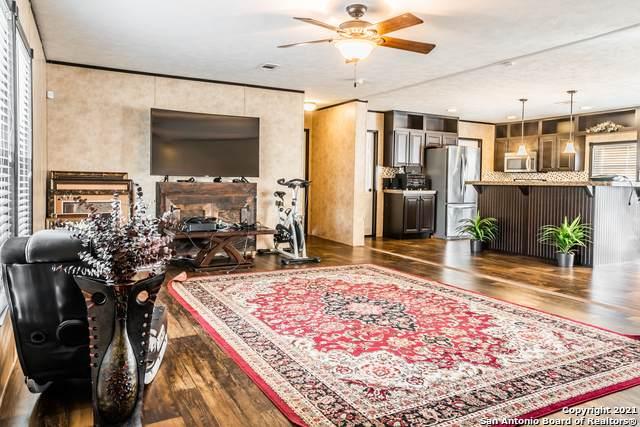 23011 Fawn Trail Dr, Elmendorf, TX 78112 (MLS #1517112) :: Carter Fine Homes - Keller Williams Heritage