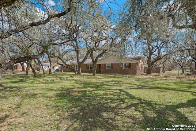 102 Cynthia Dr, Pleasanton, TX 78064 (MLS #1517262) :: 2Halls Property Team | Berkshire Hathaway HomeServices PenFed Realty