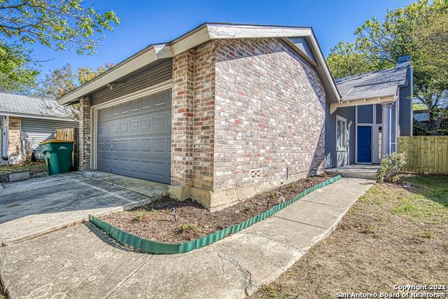9830 Twin Saddles, Converse, TX 78109 (#1517785) :: The Perry Henderson Group at Berkshire Hathaway Texas Realty