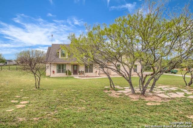 308 Stage Coach, La Vernia, TX 78121 (MLS #1517927) :: Real Estate by Design