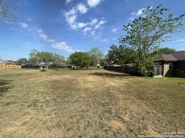 926 Joyce Marlene, Poteet, TX 78065 (MLS #1517934) :: Green Residential
