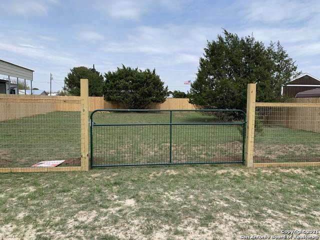 000 Siesta, Bandera, TX 78003 (MLS #1518133) :: Concierge Realty of SA