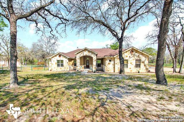 100 Saddle Up Cir, La Vernia, TX 78121 (MLS #1518452) :: The Lopez Group