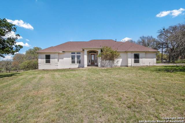 208 Mulberry Ln, Boerne, TX 78006 (#1518861) :: The Perry Henderson Group at Berkshire Hathaway Texas Realty