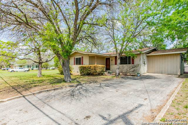 223 Skyview Ave, New Braunfels, TX 78130 (MLS #1518892) :: Santos and Sandberg