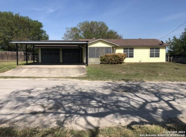 204 Frobese St, Runge, TX 78151 (MLS #1518903) :: The Real Estate Jesus Team
