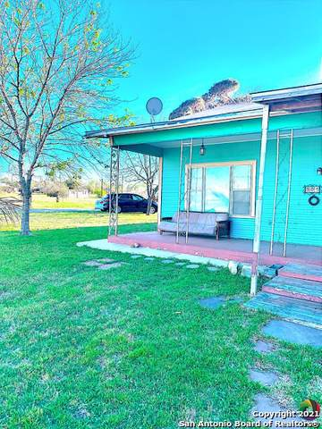 904 Cantrell Ave, Jourdanton, TX 78026 (MLS #1519056) :: Tom White Group