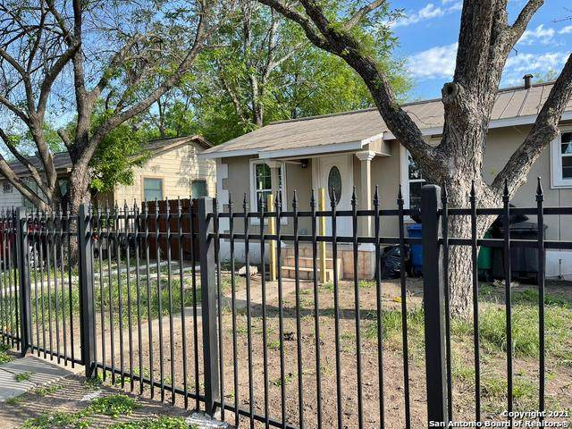 128 Hollyberry Ln, San Antonio, TX 78214 (MLS #1519126) :: 2Halls Property Team | Berkshire Hathaway HomeServices PenFed Realty