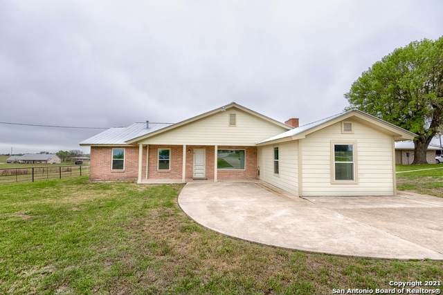 264 W County Road 5719, Devine, TX 78016 (MLS #1519151) :: Carter Fine Homes - Keller Williams Heritage