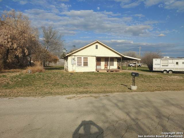 2005 Campbell Ave, Jourdanton, TX 78026 (MLS #1519156) :: The Glover Homes & Land Group