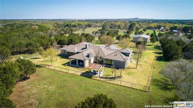 949 Hueco Springs Loop Rd, New Braunfels, TX 78132 (MLS #1519198) :: The Gradiz Group