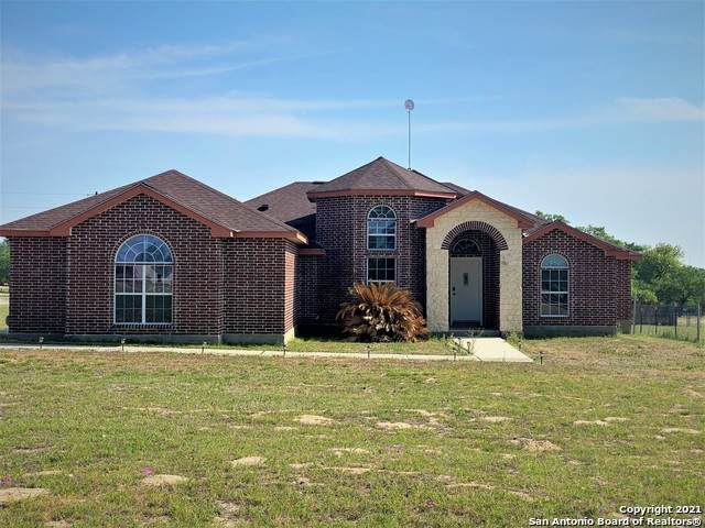 564 Trophy Ln, Poteet, TX 78065 (#1519373) :: The Perry Henderson Group at Berkshire Hathaway Texas Realty