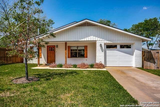 704 Bell St, Fredericksburg, TX 78624 (MLS #1519503) :: The Glover Homes & Land Group