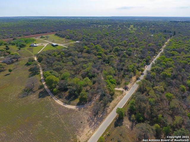 702 Old Colony Rd, Seguin, TX 78155 (MLS #1519567) :: Carter Fine Homes - Keller Williams Heritage