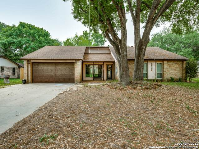 1127 Oakcrest Dr, Pleasanton, TX 78064 (MLS #1519656) :: Carolina Garcia Real Estate Group