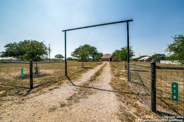 319 County Road 7755, Devine, TX 78016 (MLS #1519681) :: The Rise Property Group