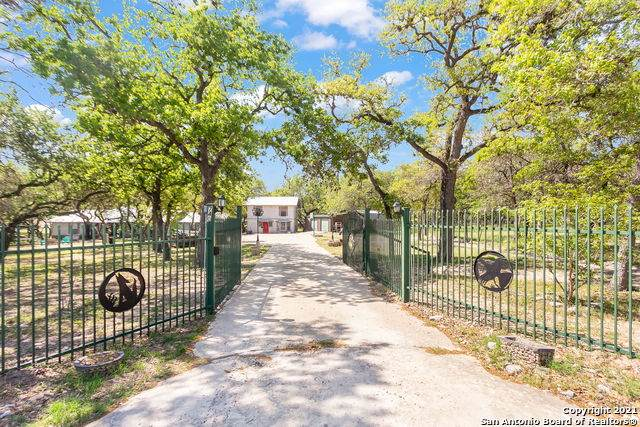 740 Fuller Ln, Adkins, TX 78101 (MLS #1519712) :: The Gradiz Group