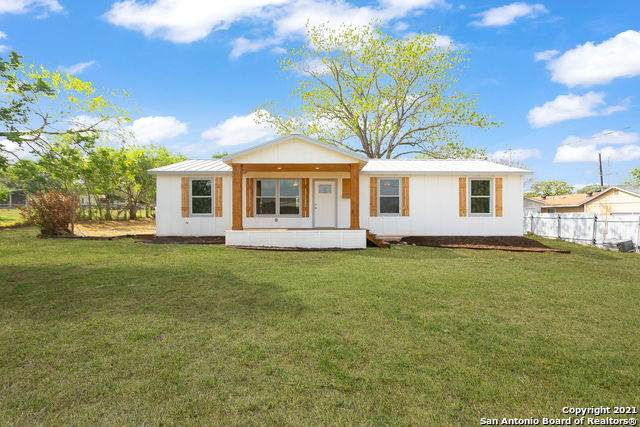 1309 A St, Floresville, TX 78114 (MLS #1520175) :: 2Halls Property Team | Berkshire Hathaway HomeServices PenFed Realty