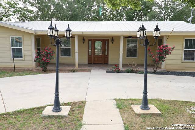 703 Live Oak St, Pleasanton, TX 78064 (MLS #1520499) :: Alexis Weigand Real Estate Group