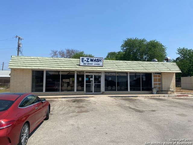 622 N Oak St, Pearsall, TX 78061 (#1520844) :: The Perry Henderson Group at Berkshire Hathaway Texas Realty