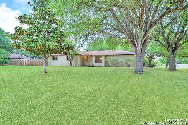 106 Oak Ridge Dr, La Vernia, TX 78121 (MLS #1520979) :: Carolina Garcia Real Estate Group