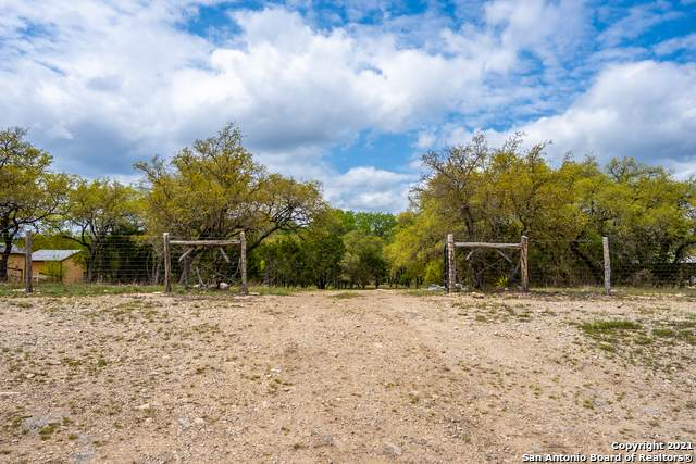 9566 Fm 1283, Lakehills, TX 78063 (MLS #1521070) :: The Glover Homes & Land Group