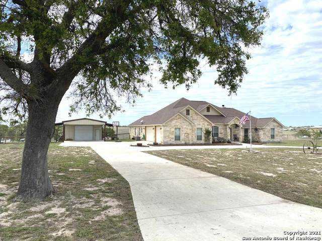 196 Triple Bend Dr, La Vernia, TX 78121 (MLS #1521199) :: Carolina Garcia Real Estate Group