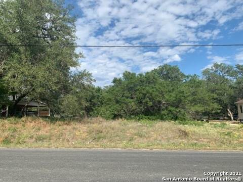 23306 Copper Canyon Dr, Elmendorf, TX 78112 (MLS #1521431) :: The Glover Homes & Land Group