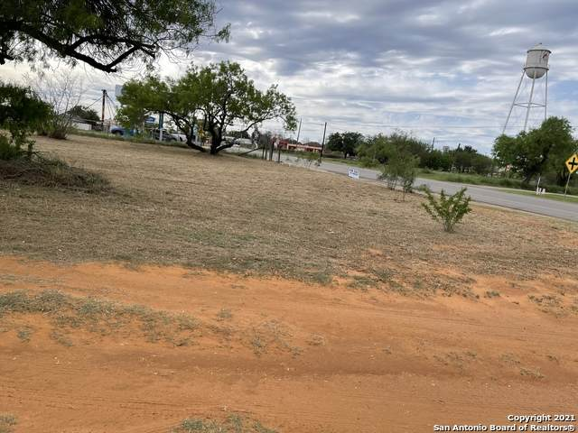 111 E Leona St, Dilley, TX 78017 (MLS #1521445) :: The Glover Homes & Land Group