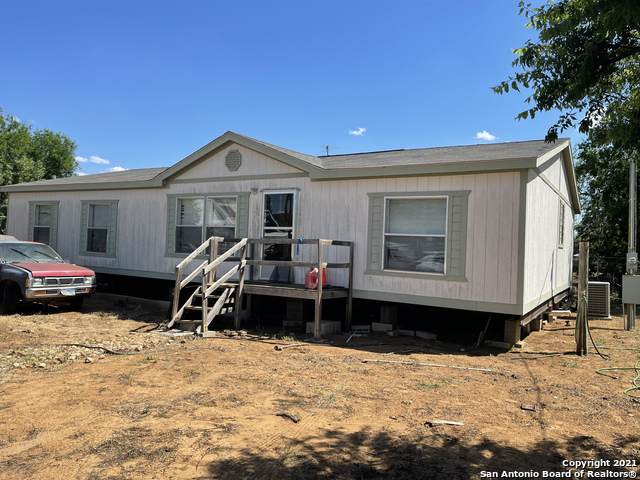 414 W Neches St, Pearsall, TX 78061 (MLS #1521666) :: Williams Realty & Ranches, LLC