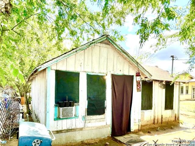 320 N Mulberry St, Pearsall, TX 78061 (MLS #1521669) :: The Real Estate Jesus Team