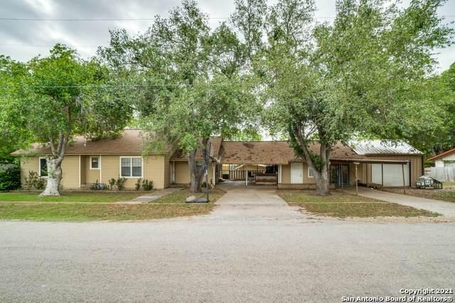 1604 J St, Floresville, TX 78114 (MLS #1522045) :: Tom White Group