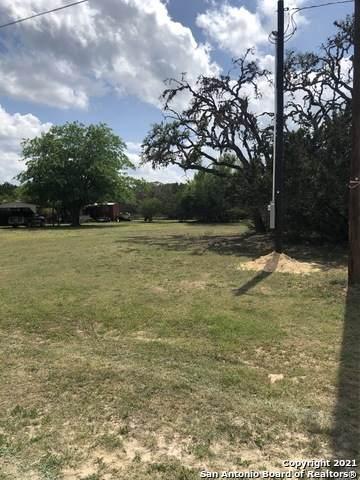 390 Rio Luna Dr, Bandera, TX 78003 (MLS #1522445) :: The Glover Homes & Land Group