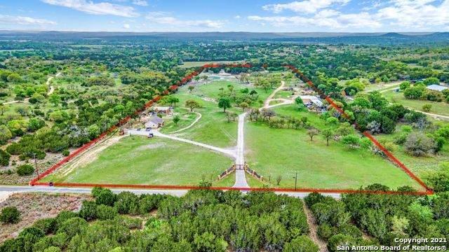 210 Spanish Oak Ln, Center Point, TX 78010 (MLS #1522728) :: Sheri Bailey Realtor