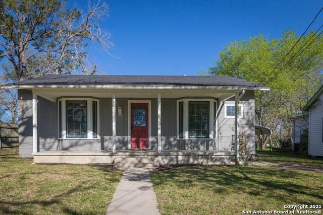 106 Duke St, Yoakum, TX 77995 (MLS #1522956) :: The Mullen Group | RE/MAX Access