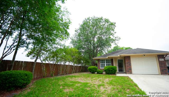 1672 Honeysuckle Ln, New Braunfels, TX 78130 (MLS #1523034) :: BHGRE HomeCity San Antonio