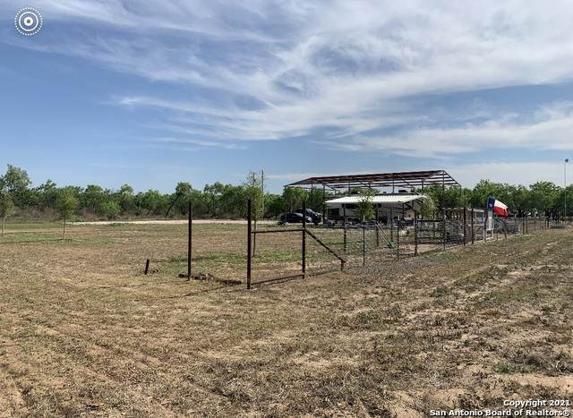 2171 State Highway 173 S, Devine, TX 78016 (MLS #1523092) :: 2Halls Property Team | Berkshire Hathaway HomeServices PenFed Realty