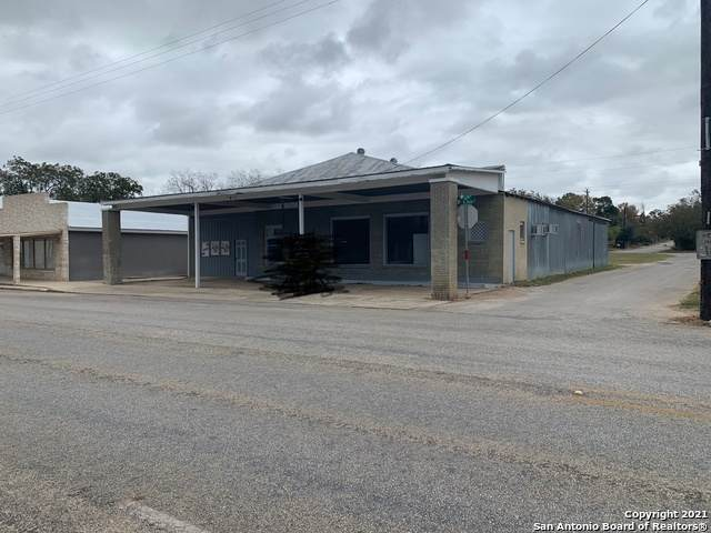 410 W Main St, Stockdale, TX 78160 (MLS #1523255) :: 2Halls Property Team | Berkshire Hathaway HomeServices PenFed Realty