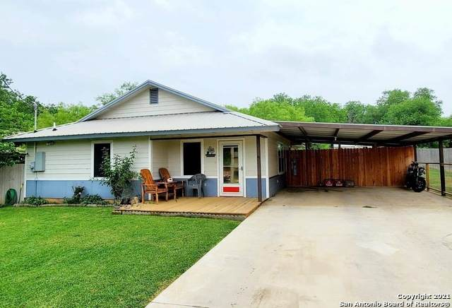 1308 Commerce St, Jourdanton, TX 78026 (MLS #1523381) :: The Glover Homes & Land Group