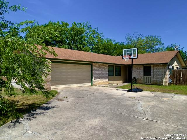 4819 Bill Anders Dr, Kirby, TX 78219 (MLS #1523984) :: 2Halls Property Team   Berkshire Hathaway HomeServices PenFed Realty