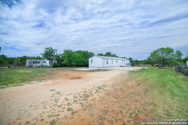 245 Bennett St, Seguin, TX 78155 (#1524434) :: The Perry Henderson Group at Berkshire Hathaway Texas Realty