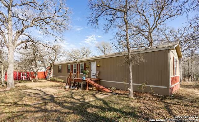 555 Windmill Circle, Kingsbury, TX 78638 (#1524639) :: The Perry Henderson Group at Berkshire Hathaway Texas Realty