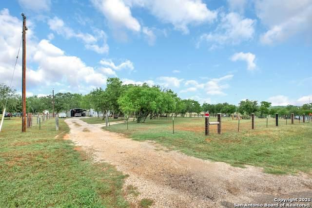 1385 Rawhide Rd, Seguin, TX 78155 (MLS #1525093) :: Tom White Group