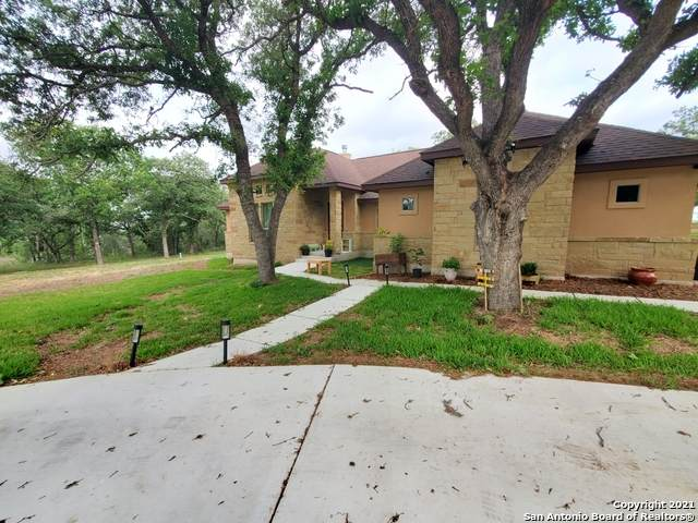 129 Great Oaks Blvd, La Vernia, TX 78121 (MLS #1525102) :: Keller Williams Heritage
