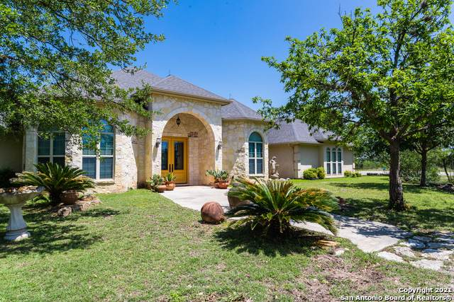 913 County Road 362, Utopia, TX 78884 (MLS #1525149) :: The Glover Homes & Land Group
