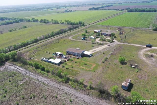 17082 Fm 471, Devine, TX 78016 (MLS #1525257) :: 2Halls Property Team | Berkshire Hathaway HomeServices PenFed Realty