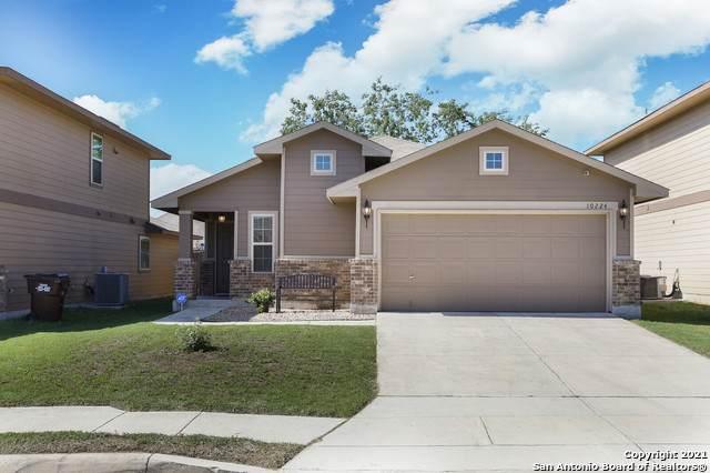 10224 Del Lago Ct, San Antonio, TX 78245 (MLS #1525367) :: 2Halls Property Team   Berkshire Hathaway HomeServices PenFed Realty